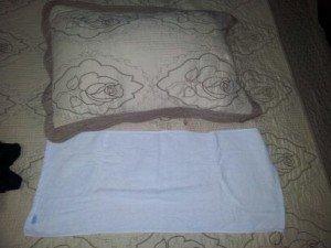 la taille de la serviette ne dépasse pas la taille de l'oreiller !!! bien pour la douche...